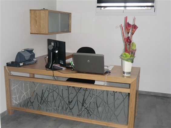 réalisation meuble et pose de film adhésif sur vitrage