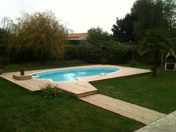 Terrasse bois pourtour piscine