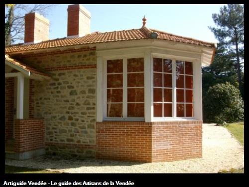 Création Bow window Habillage briques et pierres joints à la chaux Bois de la chaise (Noirmoutier)