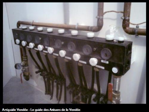Collecteur compacte pour plancher à circulation d'eau alimenté par une pompe à chaleur