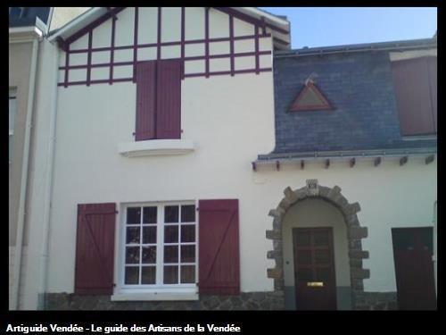 Ravalement de façade, dans la commune de la Ferrière 85280