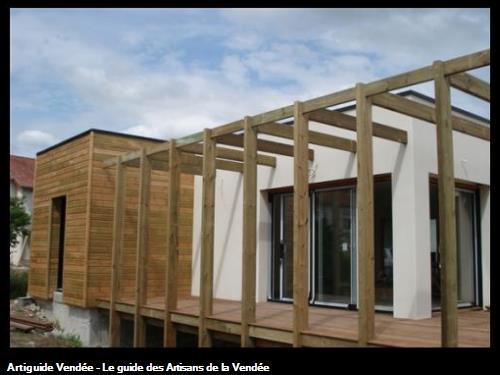 Pergola posée sur terrasse bois - BEAUREPAIRE 85500