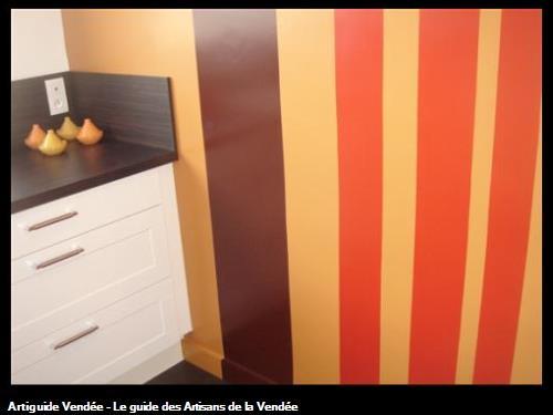 bandes de peinture dans cuisine