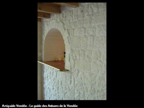 Pierres de parement et passe-plat en plâtre martelé - PEAULT