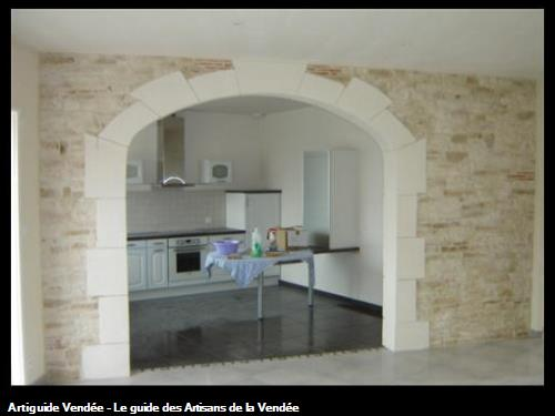 Cintre en plâtre martelé, mur pierres décoratives - MAREUIL SUR LAY