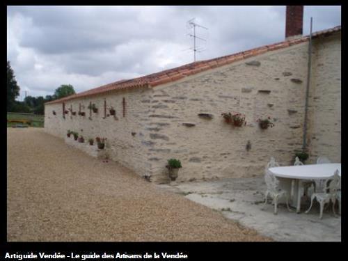 Enduit de maçonnerie: pierre vue chantier a Mouzeuil st Martin 85370