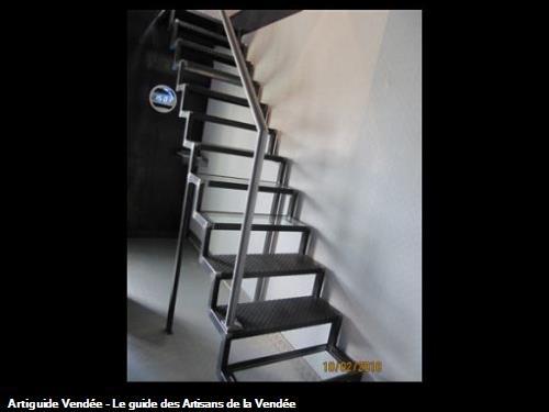 Escalier acier brut verni à crémaillère 85340 olonne sur mer