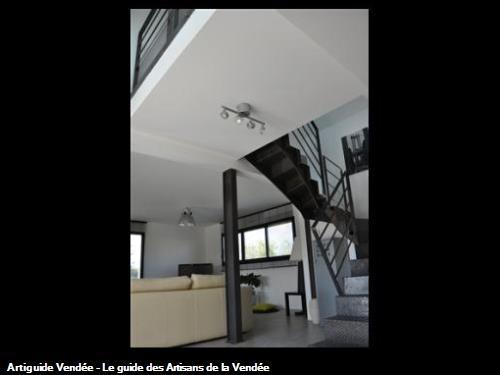 Réalisation d'un escalier 2 1/4 tournant marches et contremarches finition brut réalisé à nantes 44000