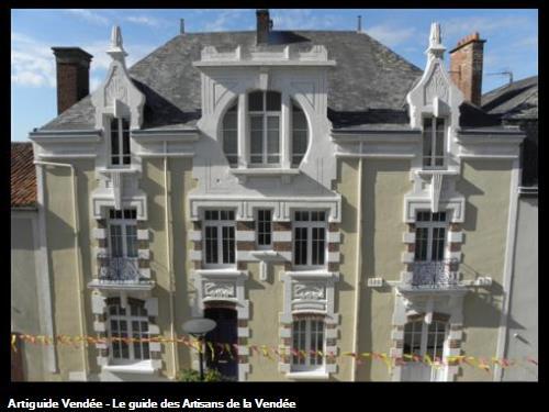Taille de pierre et enduit chaux sur façade art moderne début XXéme siècle