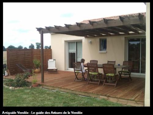 Aménagement exterieur: terrasse et pergola SAINTE FLAIVE DES LOUPS