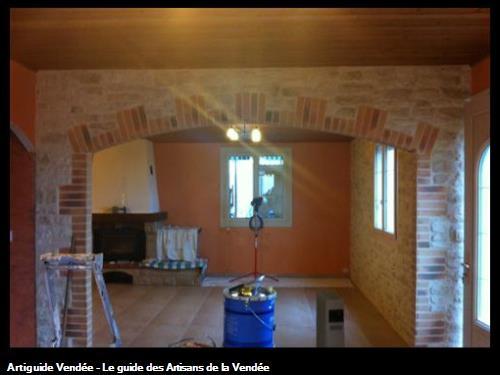 Passage cintré en briques et pierres de plaquage intérieur, Luçon 85400