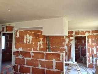 réalisation du briquetage et paltrerie ainsi que le faux plafond en cloison sèche pour cuisine