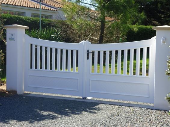 portail de clôture PVC blanc - Menuiserie NAULLEAU Michel Notre Dame de Monts