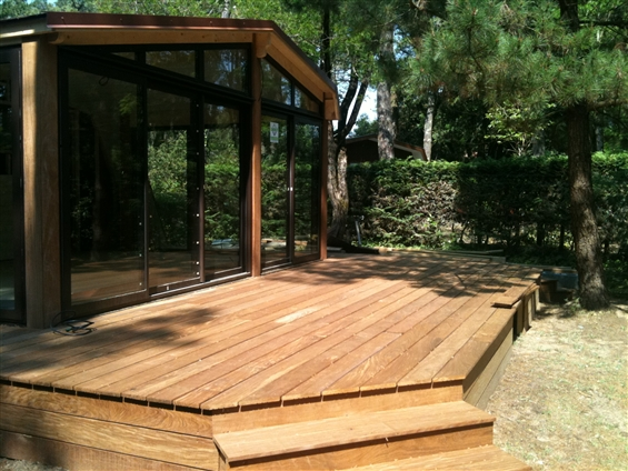 Extension ossature bois et terrasse en bois exotique