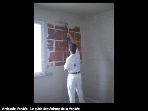 Projection du plâtre mécaniquement avec Mickaël dans un pavillon à Challans