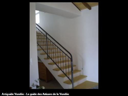 Escalier : enduit des contre marches et limon. Sallertaine