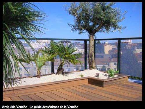 Réalisation d'une terrasse et de jardinières en composite, sur la terrasse d'un immeuble à la Roche sur Yon 85000