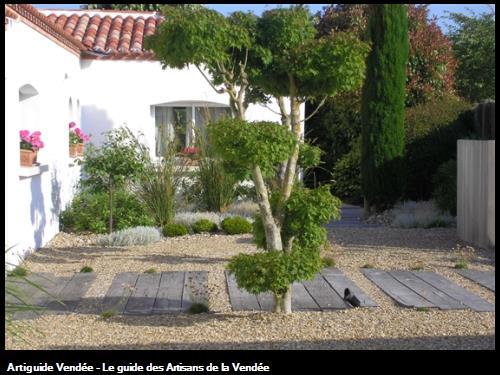 Pose de poutres en Chêne sur grave compacté-85340 Olonne/Mer.