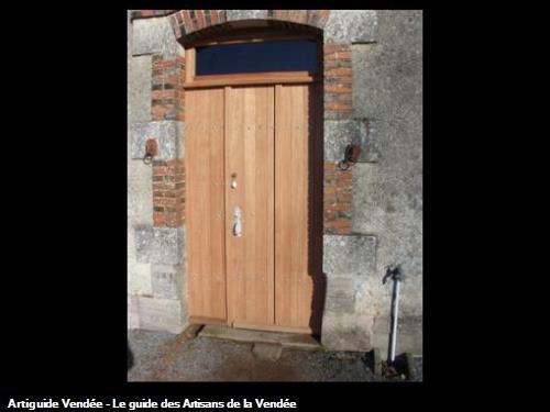 Porte de garge avec semi fixe et impost vitrée en bois exotique, fabrication sur mesure copie de l'existant.