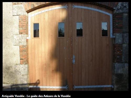 Porte de garage 2 vantaux en bois exotique, fabrication sur mesure copie de l'existant