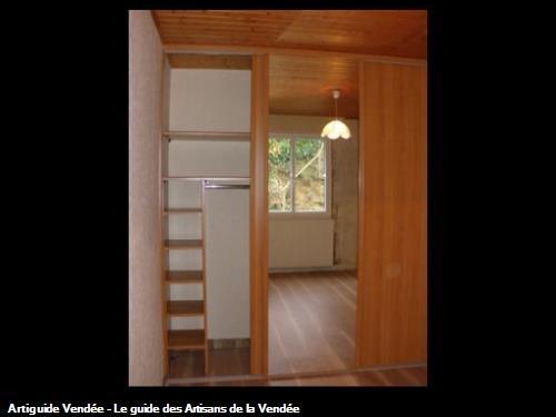 Aménagement dressing + façades de placards coulissantes 3 vantaux dont 1 miroir à 85700 la Flocellière