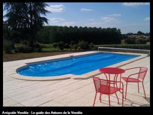 Piscinazur piscine la roche sur yon for Accessoire piscine la roche sur yon