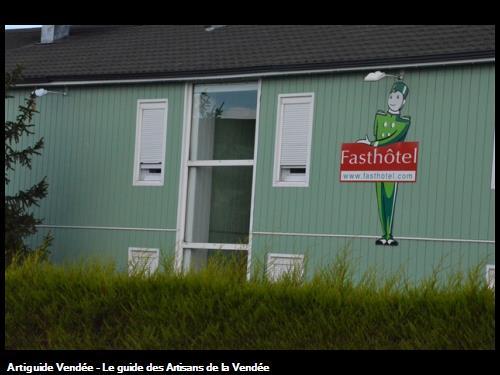 ISOLATION EXTERIEURE + BARDAGE AU FASTHIOTEL DE LA ROCHE SUR YON
