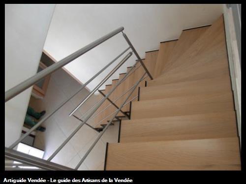 escalier à crémaillèremétallique marches bois et garde crops tubulaire inox olonne sur mer 85340