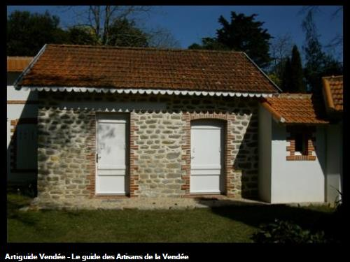 Rénovation jointoiement des pierres à la chaux Bois de la Chaize (Noirmoutier)