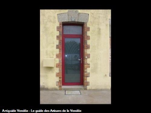 Porte d'entrée rénovation aux Pouzauges 85700.