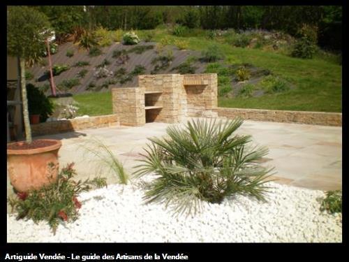 Terrasse grey mint et barbecue en pierre de gneiss